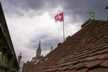 Nexplorer Fahne auf dem Erlacherhof (Bild   ExtraMileFilms). Vergrösserte Ansicht