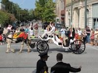 Bild 3: Alexander Tschäppät an der Jubiläumsparade in New Bern