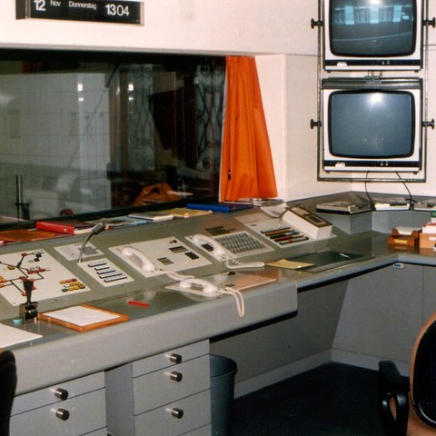 Sanitätsnotrufzentrale Nägeligasse 1980. Vergrösserte Ansicht