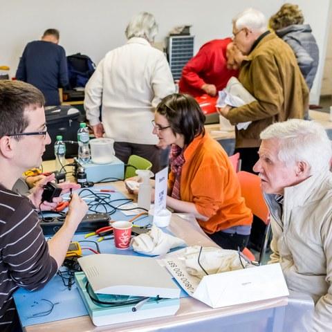 Energiewende erleben Repaircafe Köniz  Bild Thomas Hodel (JPG, 3,3 MB) . Vergrösserte Ansicht