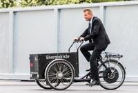 Energiewende erleben: Entsorgungshof Schermen, Reto Nause unterwegs mit dem Energiekiste-E-Cargobike, Bild: Thomas Hodel