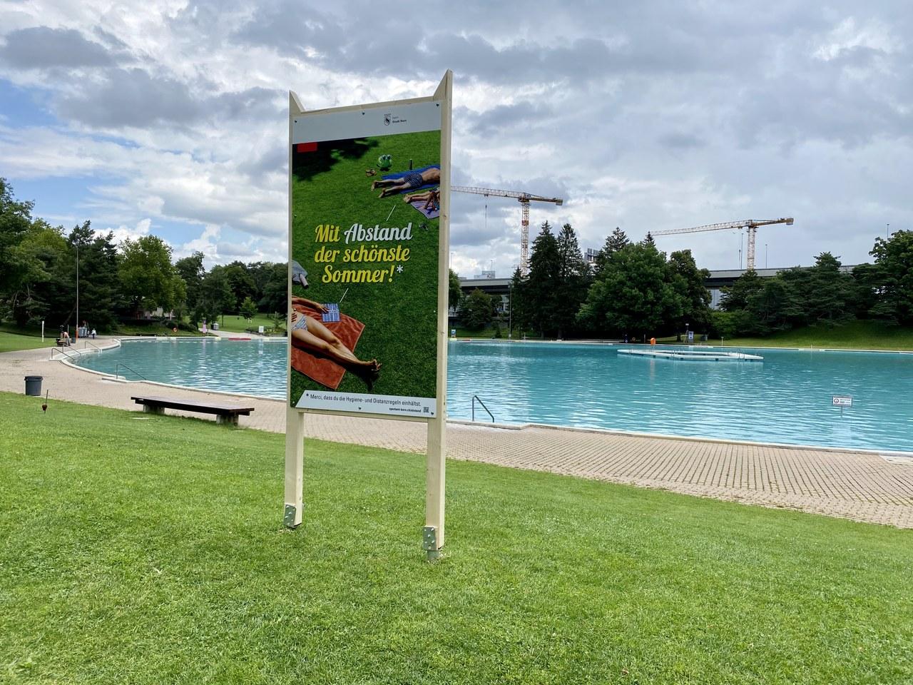 Sensibilisierung Abstände in Badis. Bild: Triebhaus Kommunikation.