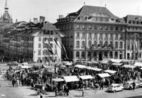 Bild 1 Graniummärit zwischen 1957 und 1966 auf dem Bundesplatz, Foto Hans Tschirren