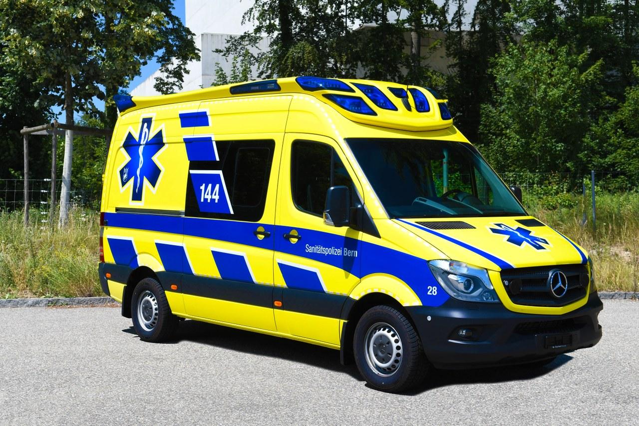 Neuer Berner Rettungswagen in blau-gelb