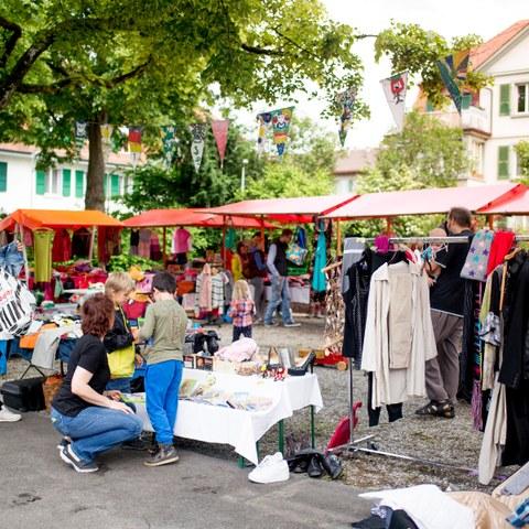 5 Nicht nur Flohmarkt Schoene Stimmung auf dem Rossfeldplatz Bild Pascale Amez (JPG, 2,5 MB). Vergrösserte Ansicht