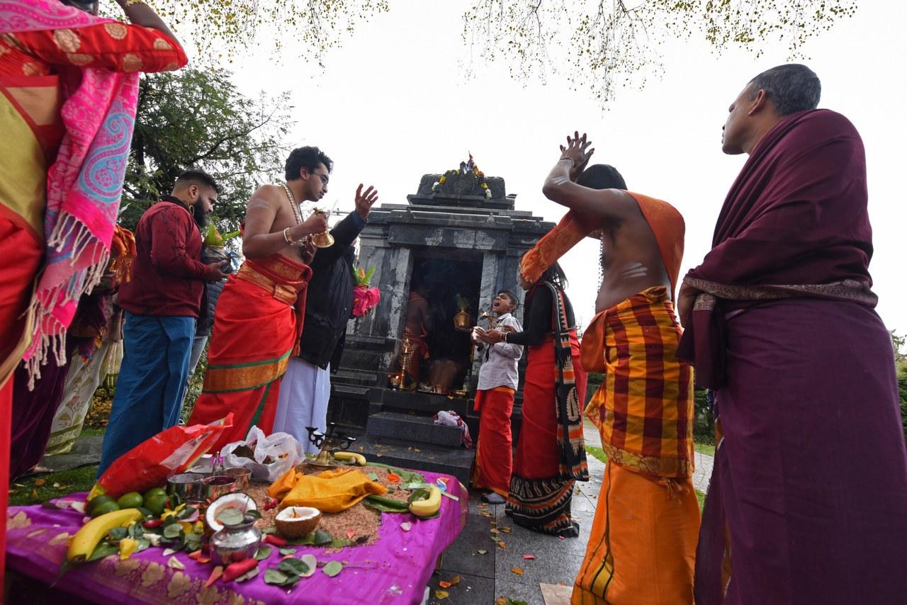 Bild Einweihung Hindu-Abdankungstempel. Foto Stefan Maurer.