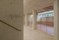 Doppelturnhalle Bitzius Blick in Halle, Bild: wbarchitekten