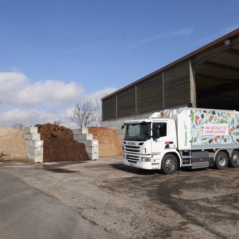 Kompostieranlage Seeland  Biogas Kehrichtfahrzeug Bild Nadine Strub. Vergrösserte Ansicht
