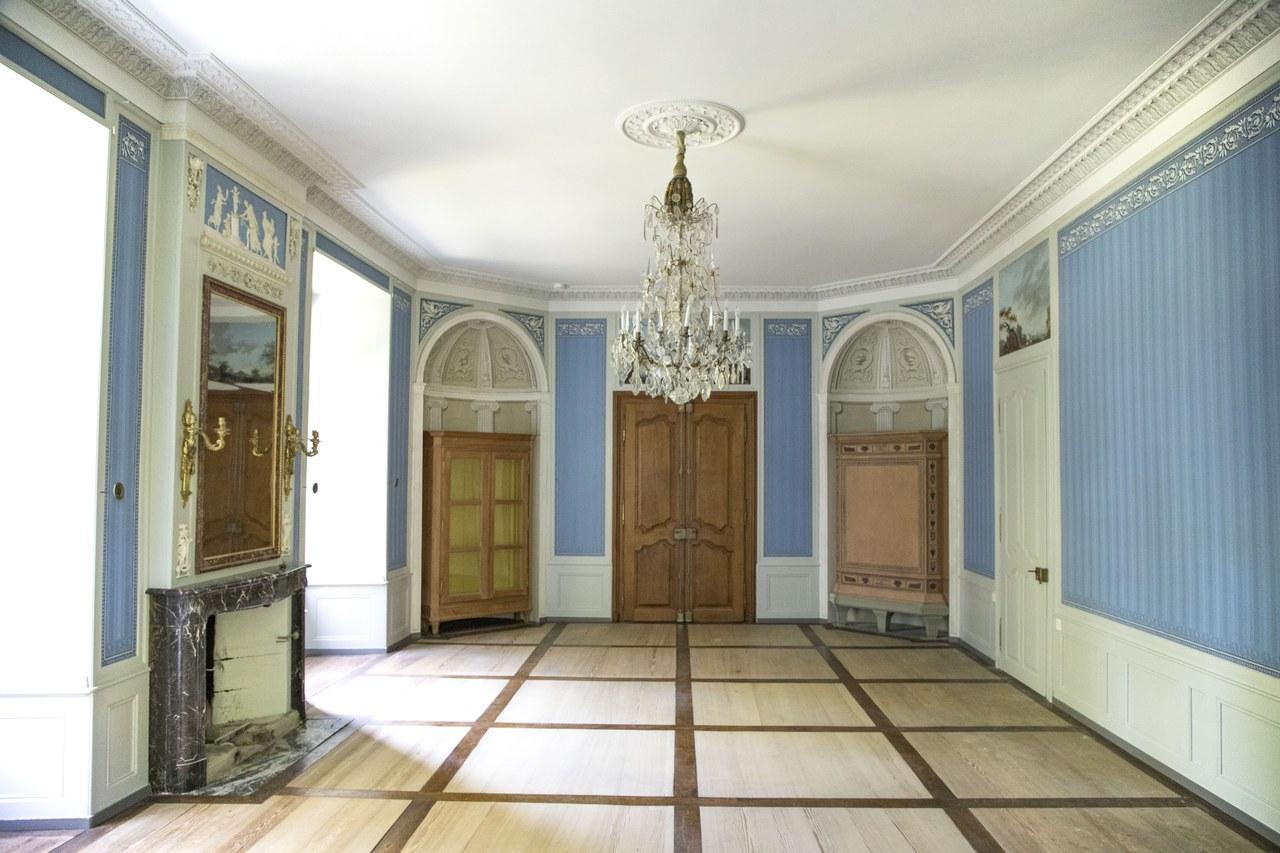 Klassizistischer Salon im 1. Obergeschoss des Schlossturmes Holligen. Bild Peter Matthys 2020