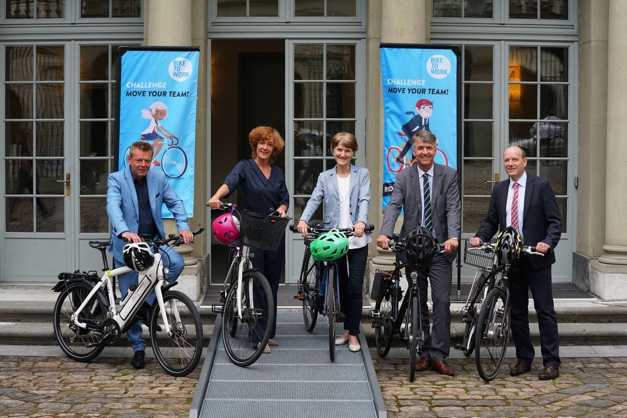 """Bild des Gemeinderats der als Fahr-Rat an der Aktion """"bike to work"""" teilnimmt."""