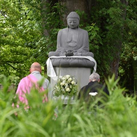Eröffnungszeremonie Buddha Garten Bremgartenfriedhof Bild Stefan Maurer. Vergrösserte Ansicht