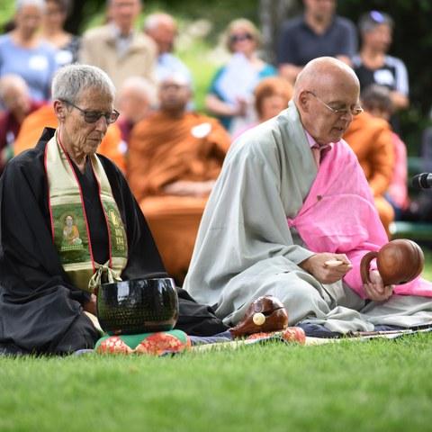 Eröffnungszeremonie mit Hildi Thalmann und Abt Jin Kang Dieter Obrist Bild Stefan Maurer. Vergrösserte Ansicht