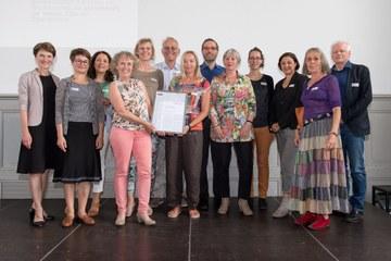 Integrationspreis Ziegler  und Viktoria Freiwilligen Bild Sandra Blaser (JPG, 2,6 MB). Vergrösserte Ansicht