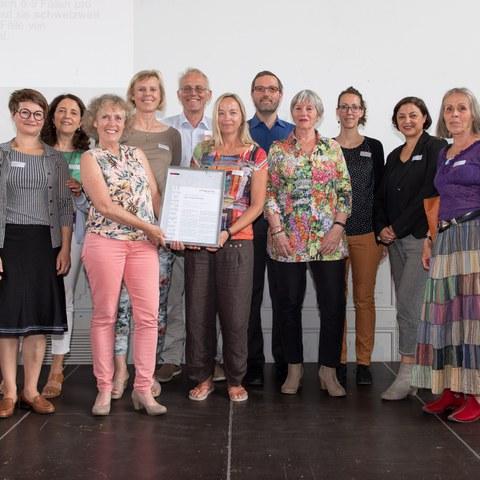 Integrationspreis Ziegler  und Viktoria Freiwilligen Bild Sandra Blaser (JPG, 2,6 MB)