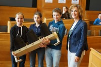 KiPa: Meret Willen, Yael Bloch, Felix Schweizer mit Gemeinderätin Ursula Wyss