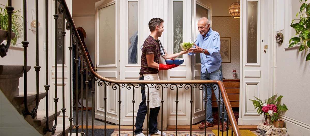 Symbolbild: Hilfe unter Nachbarn.
