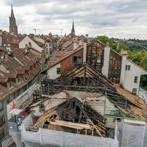 Der Dachstock des Morellhaus ist ausgebrannt. (Bild: Berufsfeuerwehr Bern). Vergrösserte Ansicht