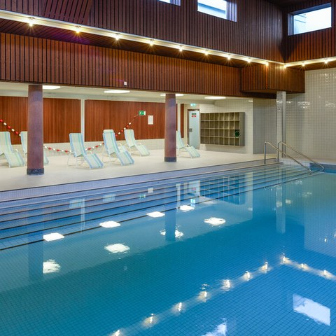Lehrschwimmbecken im Hallenbad Hirschengraben (Bild: Sportamt Bern). Vergrösserte Ansicht