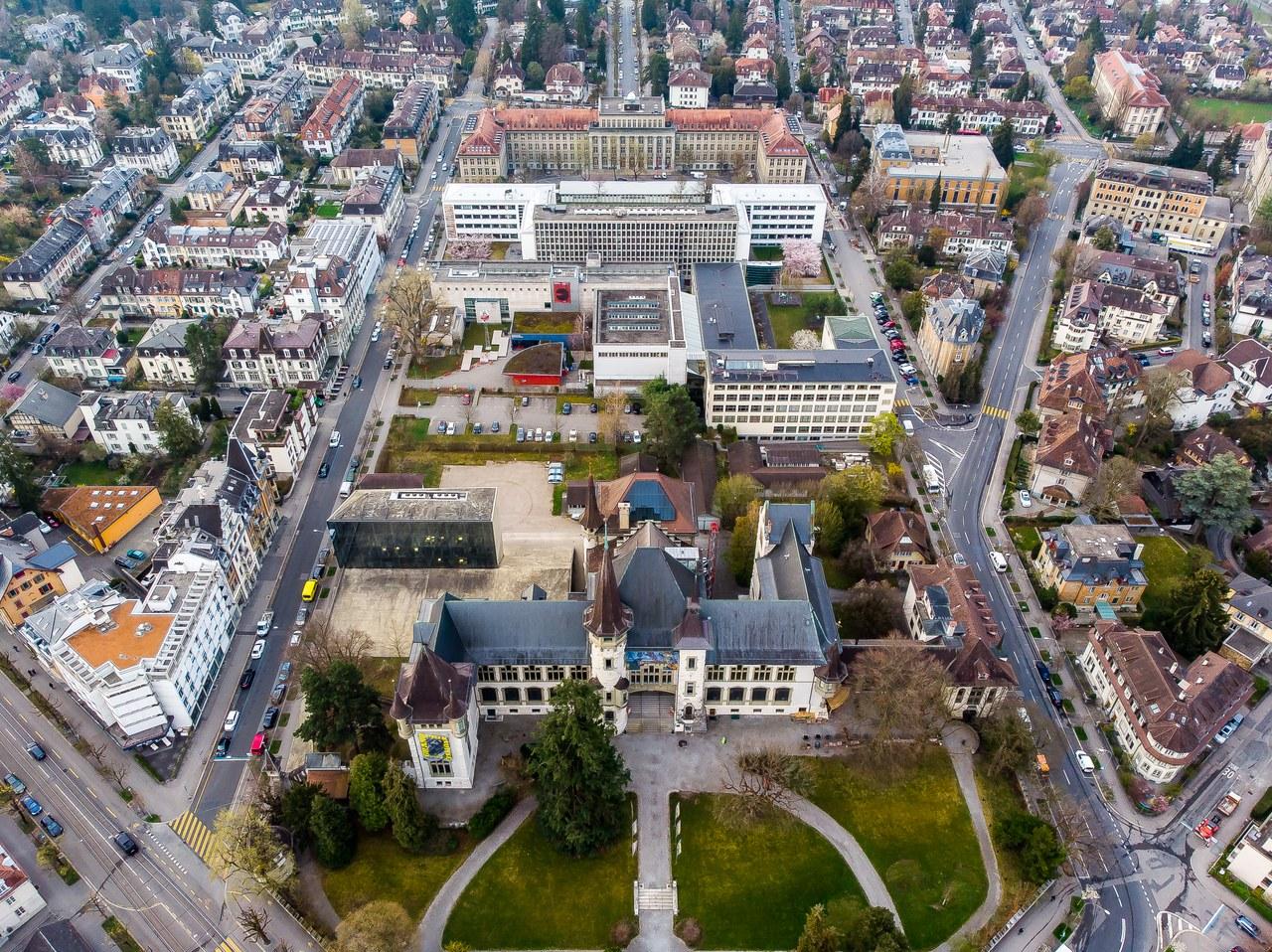 Das Luftbild zeigt das Museumsquartier Kirchenfeld mit dem Historischen Museum im Vordergrund.