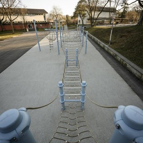 Volksschule Steigerhubel Pausenplatz Bild Joel Schweizer. Vergrösserte Ansicht