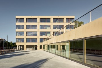Aussenansicht Schulhaus Brünnen Bild Damian Poffet Bern (JPG, 451 KB). Vergrösserte Ansicht