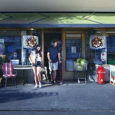 Einkaufen Bild Ephraim Bieri (JPG, 1,2 MB). Vergrösserte Ansicht