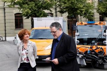 Gemeinderätin Ursula Wyss und Patric Schädeli, Leiter Unterhalt und Betrieb Tiefbauamt klein. Vergrösserte Ansicht