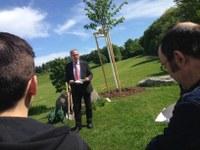 Stadtpräsident Alexander Tschäppät mahnt, dass jeden Tag am Erhalt des Friedens gearbeitet werden muss.JPG