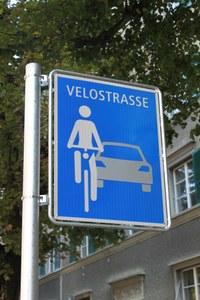 """Neues Signal """"Velostrasse"""" Bild Verkehrsplanung Stadt Bern"""