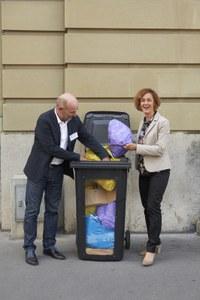 Bild: Gemeinderätin Ursula Wyss und Walter Matter, Leiter Entsorgung + Recycling