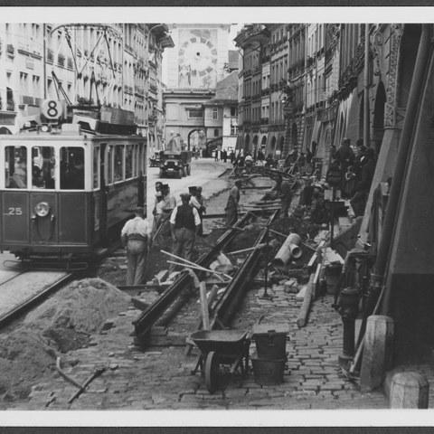 Bild Umbau der Marktgasse 1938, Foto vom Tiefbauamt (SAB 1003 2 39E) ( JPG, 1,3 MB). Vergrösserte Ansicht