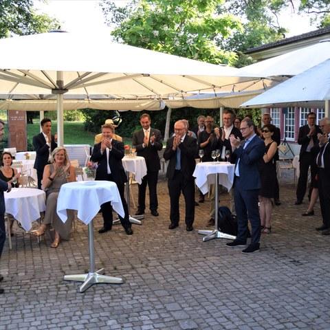 Empfang in der Orangerie Elfenau: Ansprache von Stadtpräsident Alec von Graffenried. Vergrösserte Ansicht