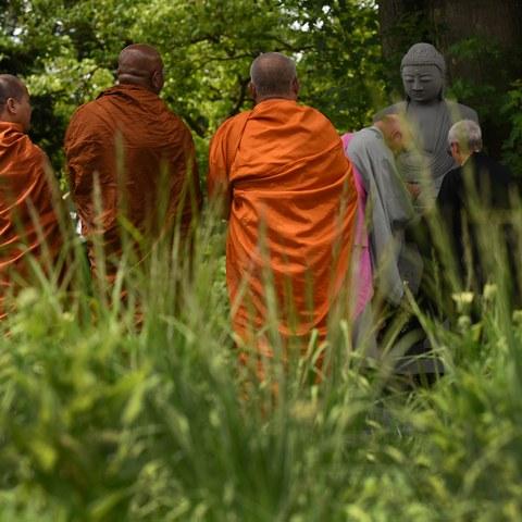 Buddhistisches Ritual Bremgartenfriedhof (Bild: Stefan Maurer). Vergrösserte Ansicht