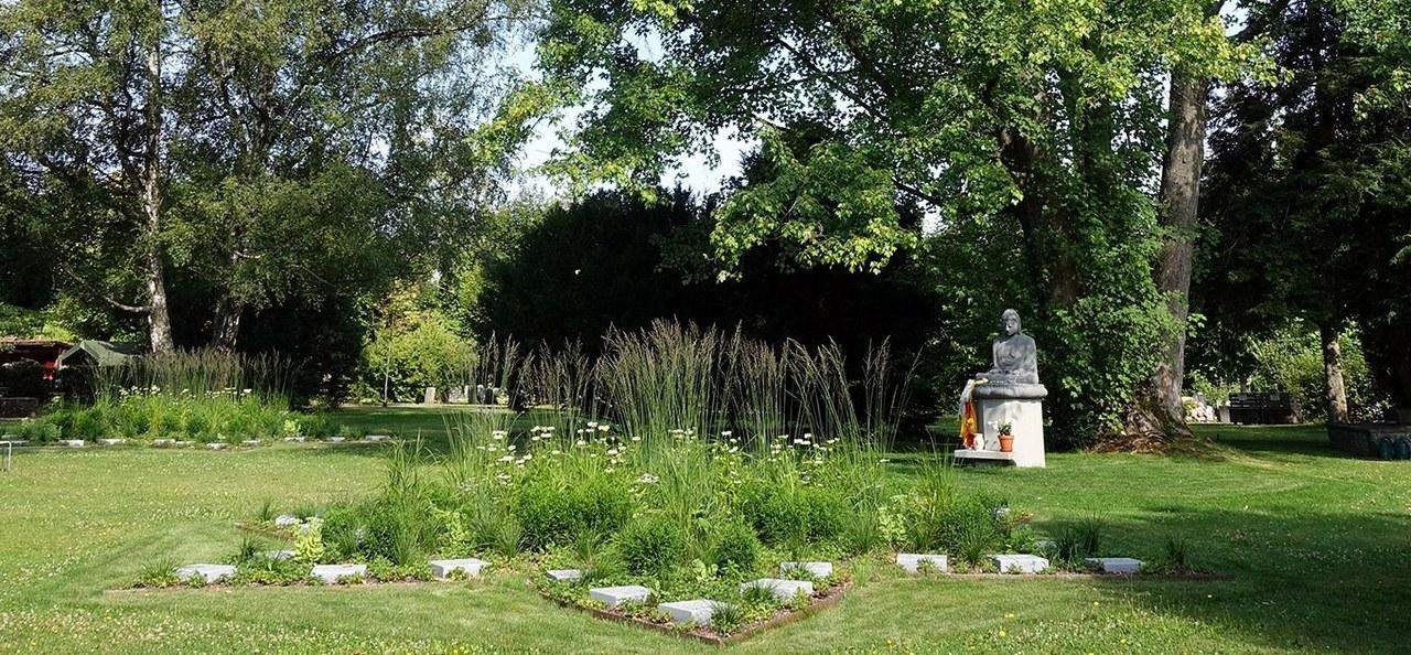 Buddhistisches Grab auf dem Bremgartenfriedhof.