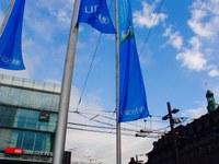 6 Bild 1 Fahnen Bahnhofplatz Kinderfreundliche Gemeinde UNICEF