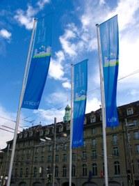 7 Bild 2 Fahnen Bahnhofplatz Kinderfreundliche Gemeinde UNICEF
