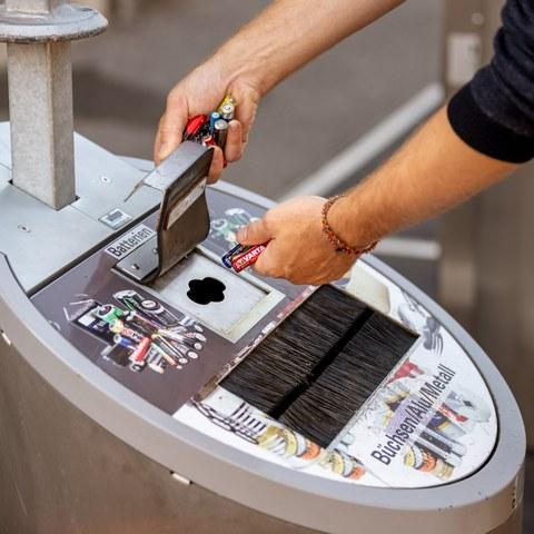 Batterieabgabe Sammelstelle. Vergrösserte Ansicht