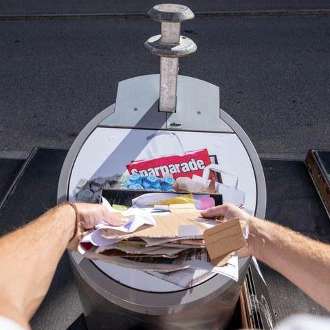 Papier/Karton-Sammelstelle. Vergrösserte Ansicht