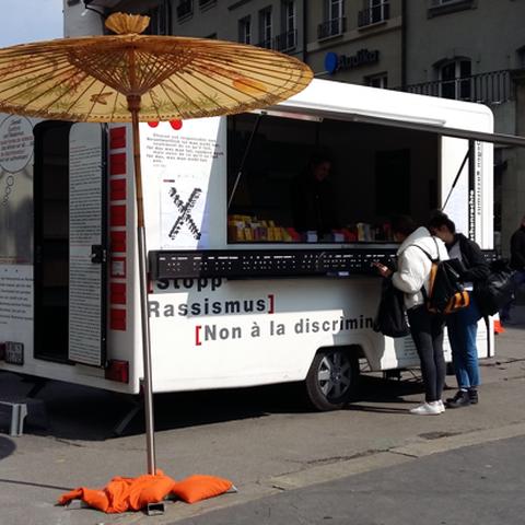 Stopp-Rassismus Kiosk (gggfon). Vergrösserte Ansicht