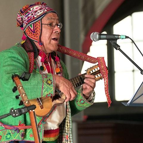 Juan Arnez Musiker - Foto von VeraRuettimann. Vergrösserte Ansicht