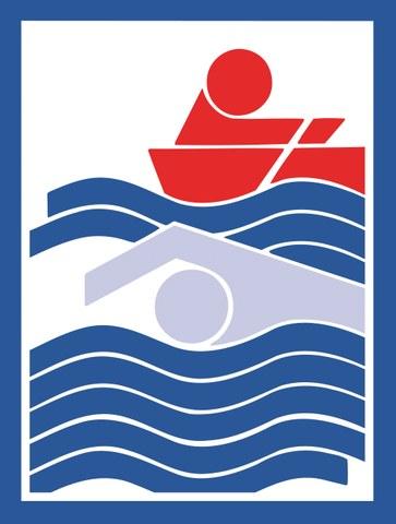 Bild zeigt eine schwimmende Person, allein unterwegs.