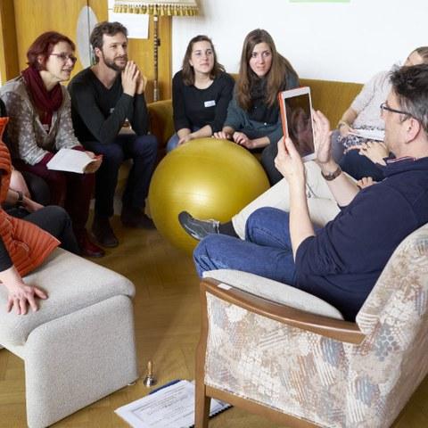 Gruppendiskussion. Vergrösserte Ansicht