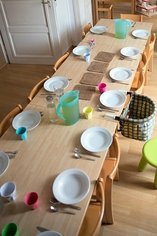 Gedeckter Kita-Tisch