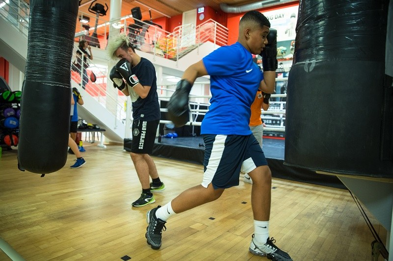 Jungs beim Boxen