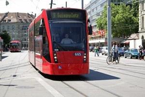 heranfahrendes Tram