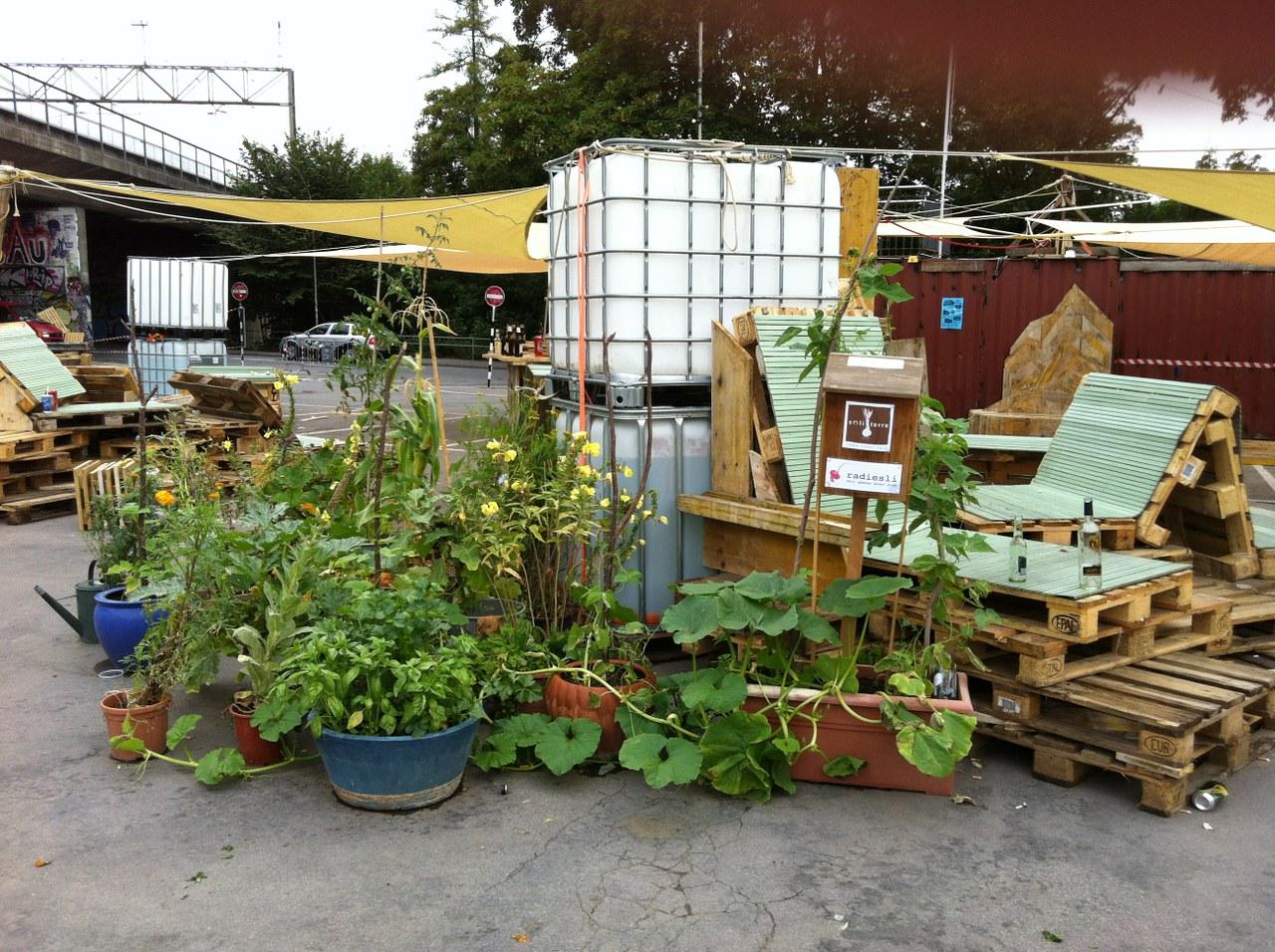 Schützenmatte mit Pflanzen und Sitzgelegenheiten