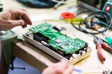 11 Elektronik erhält ein zweites Leben P.Amez. Vergrösserte Ansicht