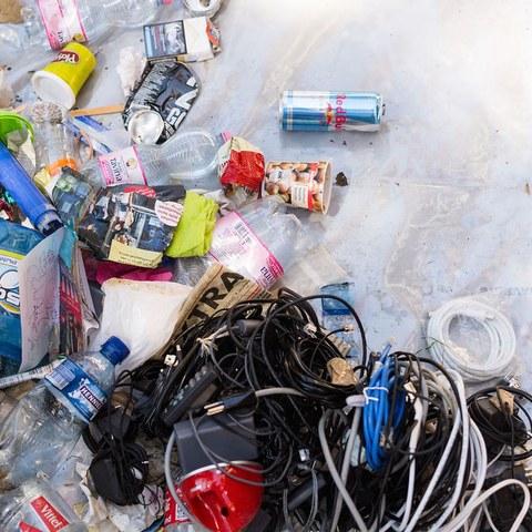 5 gesammelter Abfall im Wyler. Vergrösserte Ansicht
